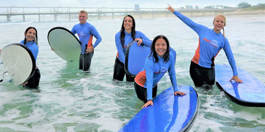 beginner group Surfing lesson