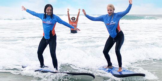 beginner group Surfing lesson